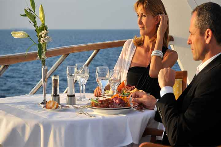 How to Read Cruise Brochure